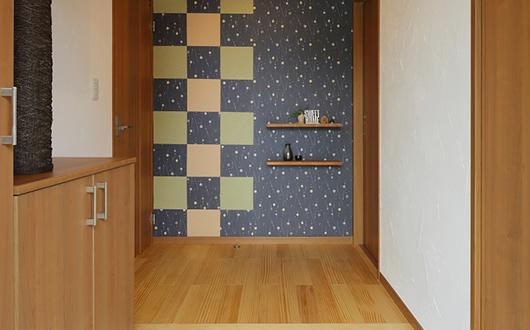 デザイン壁が毎日を彩る玄関
